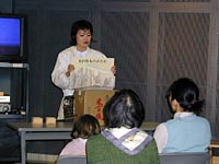 長岡高校平成10年卒の西川さんによる「米百俵」紙芝居