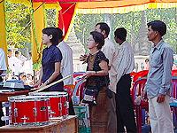 タンビェン村の音楽会にて
